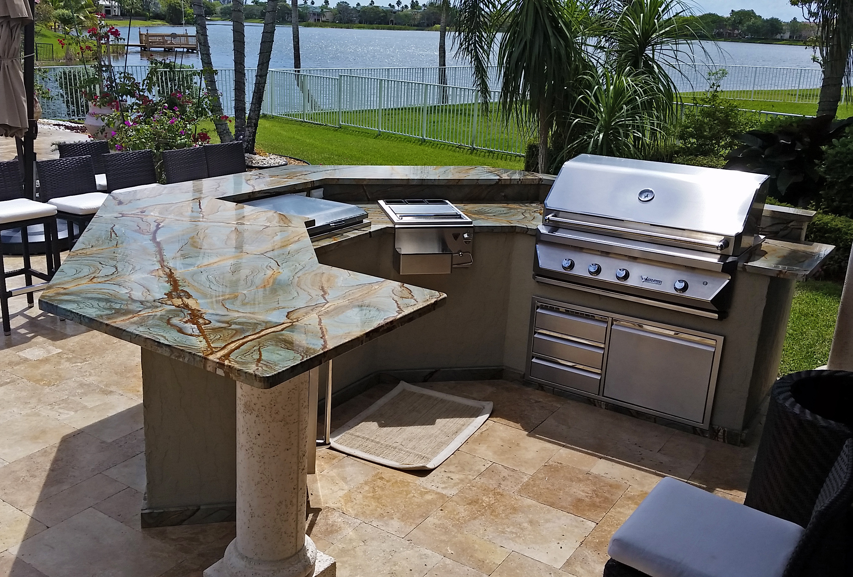 Gorgeous outdoor grill island and bar in coral springs 2
